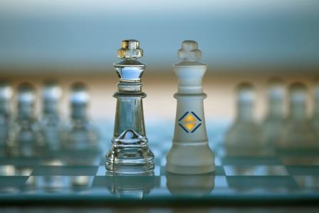 Bild von Schachfiguren als Sinnbild für die Strategieumsetzung
